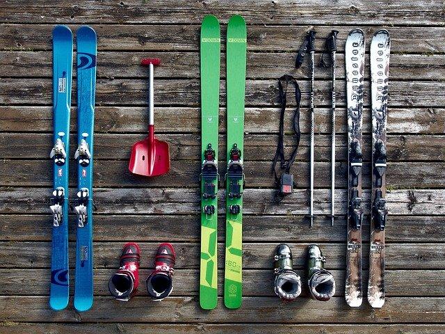 Sci da fondo: che sport è? Quali sono i migliori modelli di sci da usare?