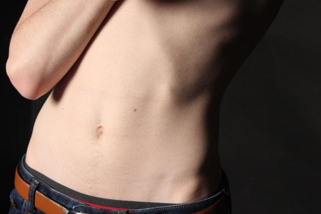 Borsite all'anca: che cosa la provoca? Quali sono i suoi sintomi? Come si cura?